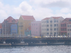 Queen Emma Floating Bridge moving into closed position, Punda in background (Willemstad)