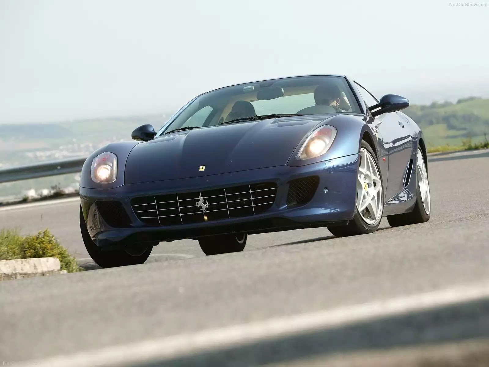 Hình ảnh siêu xe Ferrari 599 GTB Fiorano 2006 & nội ngoại thất
