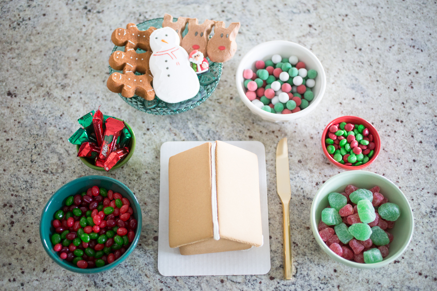His and Her style blog- Building a gingerbread house