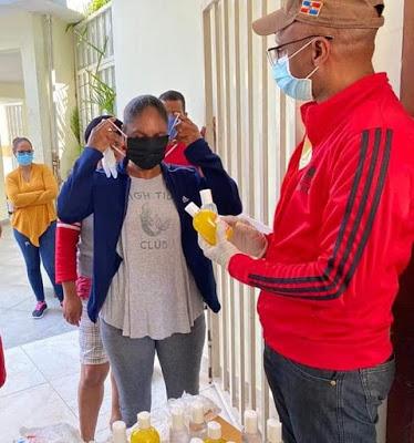 Bohechío: Alcaldía entrega kits para prevenir y manejo del COVID-19