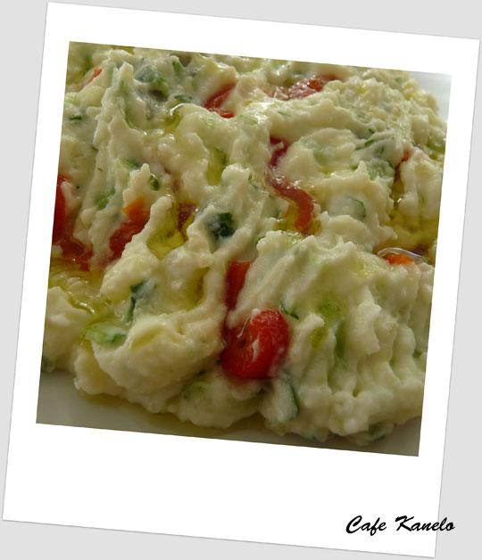 Yoğurtlu Patates-Salatalık Salatası