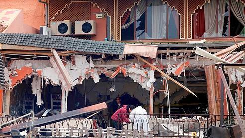 انفجار قوي في مقهى أركانة بساحة جامع الفنا بمراكش 225830_163383380388169_104514492941725_366397_1160887_n