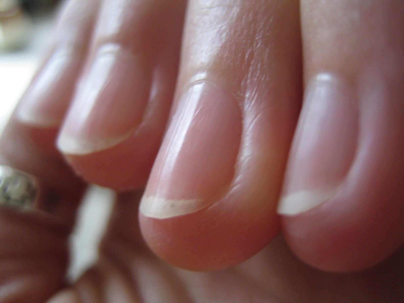Robin\'s Herb Shop: Fingernail Colors