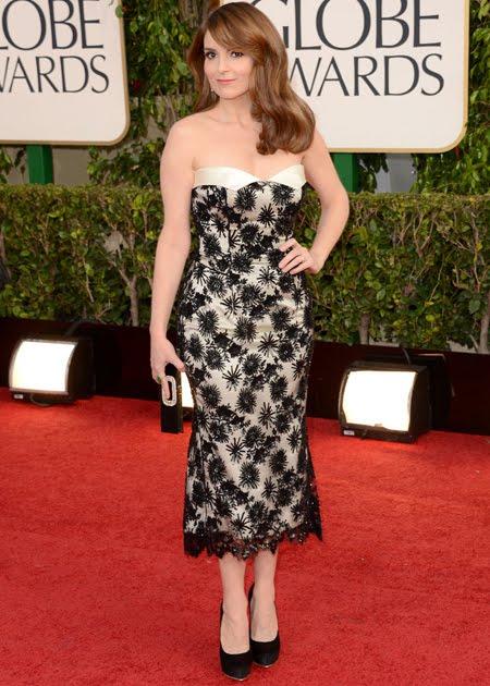 Тина Фей с елегантна рокля от дантела L'Wren Scott