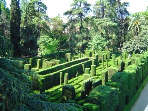 libros sobre jardines aparecidos en espaa se distinguen en los jardines del alczar sevillano tres zonas distintas una la de jardines rabes