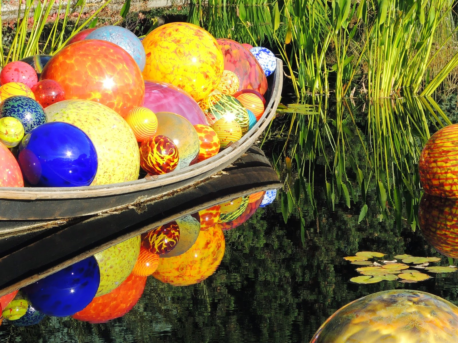 Dale Chihuly, glass balls
