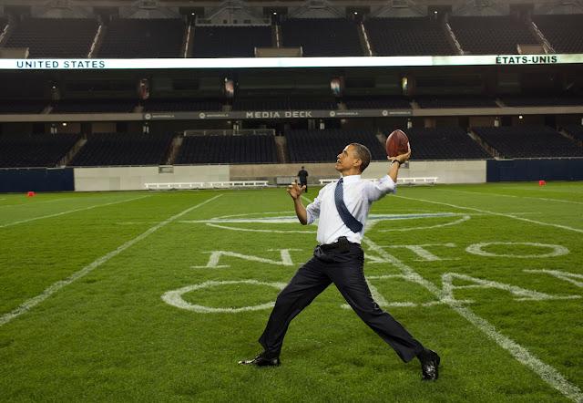 http://4.bp.blogspot.com/-SjDPajsPb3o/UTupHAUewKI/AAAAAAAAyo8/uEHuXX90d4c/s640/President_Barack_Obama_throws_a_football.jpg
