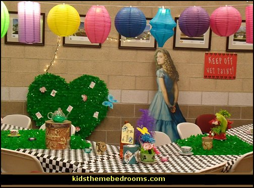 Decorating theme bedrooms maries manor party theme - Alice in the wonderland party decorations ...
