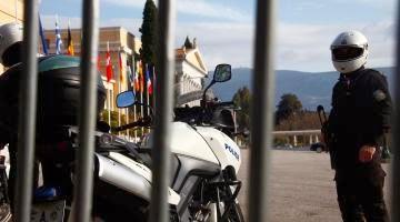 ΠΑΜΕ: Καταγγέλλει την απαγόρευση των διαδηλώσεων - Καλεί στις 7 μ.μ. την Τρίτη στην Ομόνοια