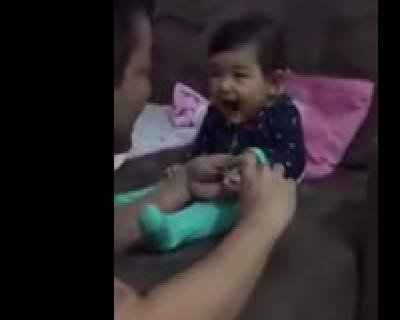 بالفيديو ضحكة طفلة رضيعة عسولة