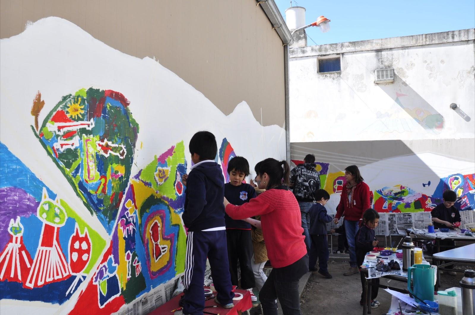 Murales participativos en jardines de infantes de la for Jardines murales