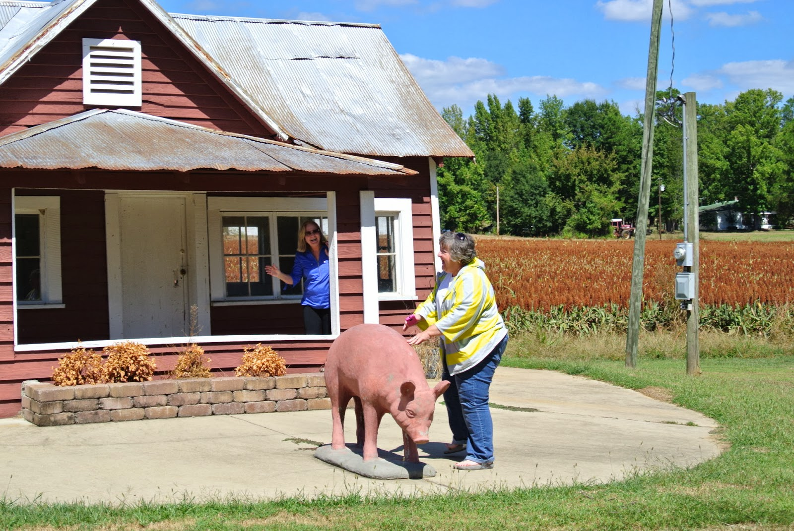 Mississippi tallahatchie county tippo - Susan And Kay In Front Of Scissors House