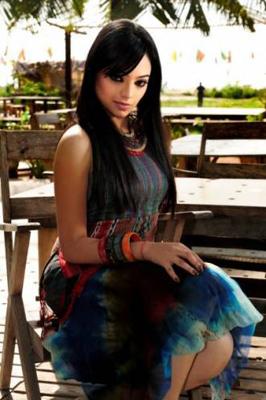 model actress isana