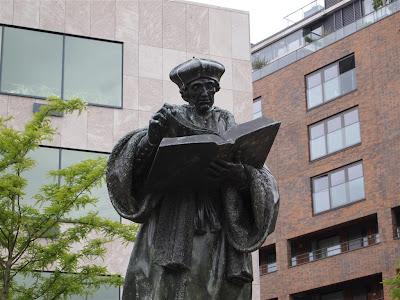 Estatua de Erasmus en Rotterdam