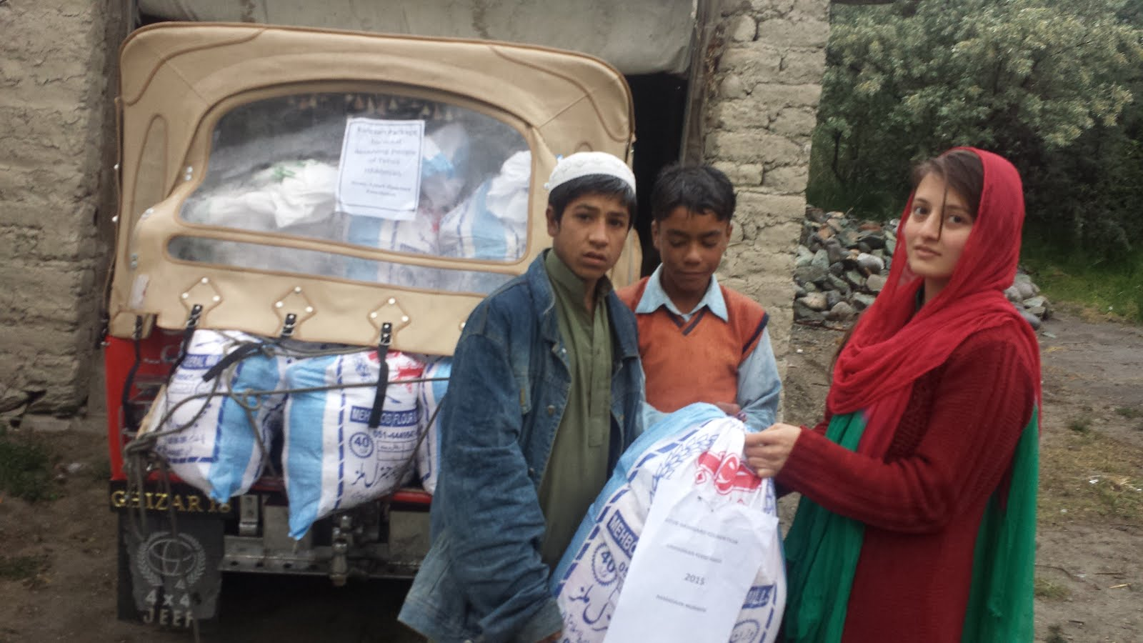ANISA IHELPING IN DISTRIBUTION OF RAMAZAN FOOD PACKAGE