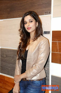 Madhurima-Stills-at-Home-Mart-Launch