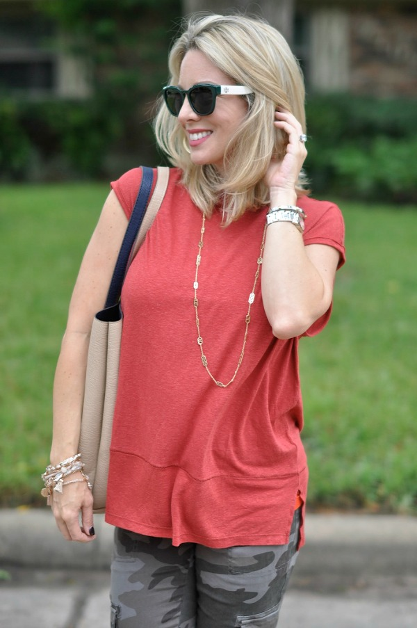 Fall fashion - Free People Solid Muscle Tee & reversible tote with camo pants | Tory Burch sunglasses