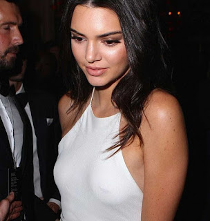Foto Kendall Jenner Tanpa Bra Terlihat Jelas Payudaranya di Tindik