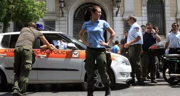Δημοτικός αστυνομικός γρονθοκόπησε συνάδελφο του γιατί του έκοψε κλήση