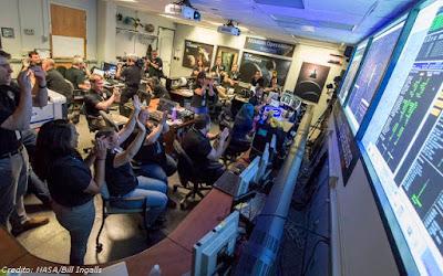 """Hipernovas: New Horizons """"Liga Para Casa e Diz Que Está Tudo Bem"""" [Artigo]"""