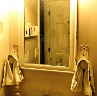 Air your laundry friday textile party 29 for Bathroom knob ideas