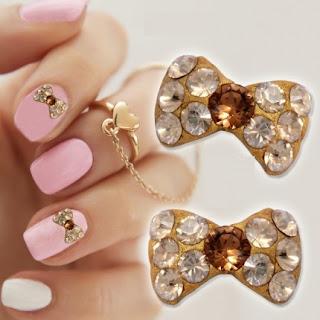 http://www.bijuteriifrumoase.ro/cumpara/accesorii-cristale-swarovski-gold-pentru-unghii-bow-tie-u05-8mm-1391