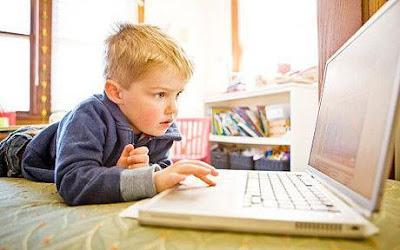 Computer-Education-For-Children - الكمبيوتر يعيق الأطفال عن خوض حياتهم بصورة طبيعية - child using computer