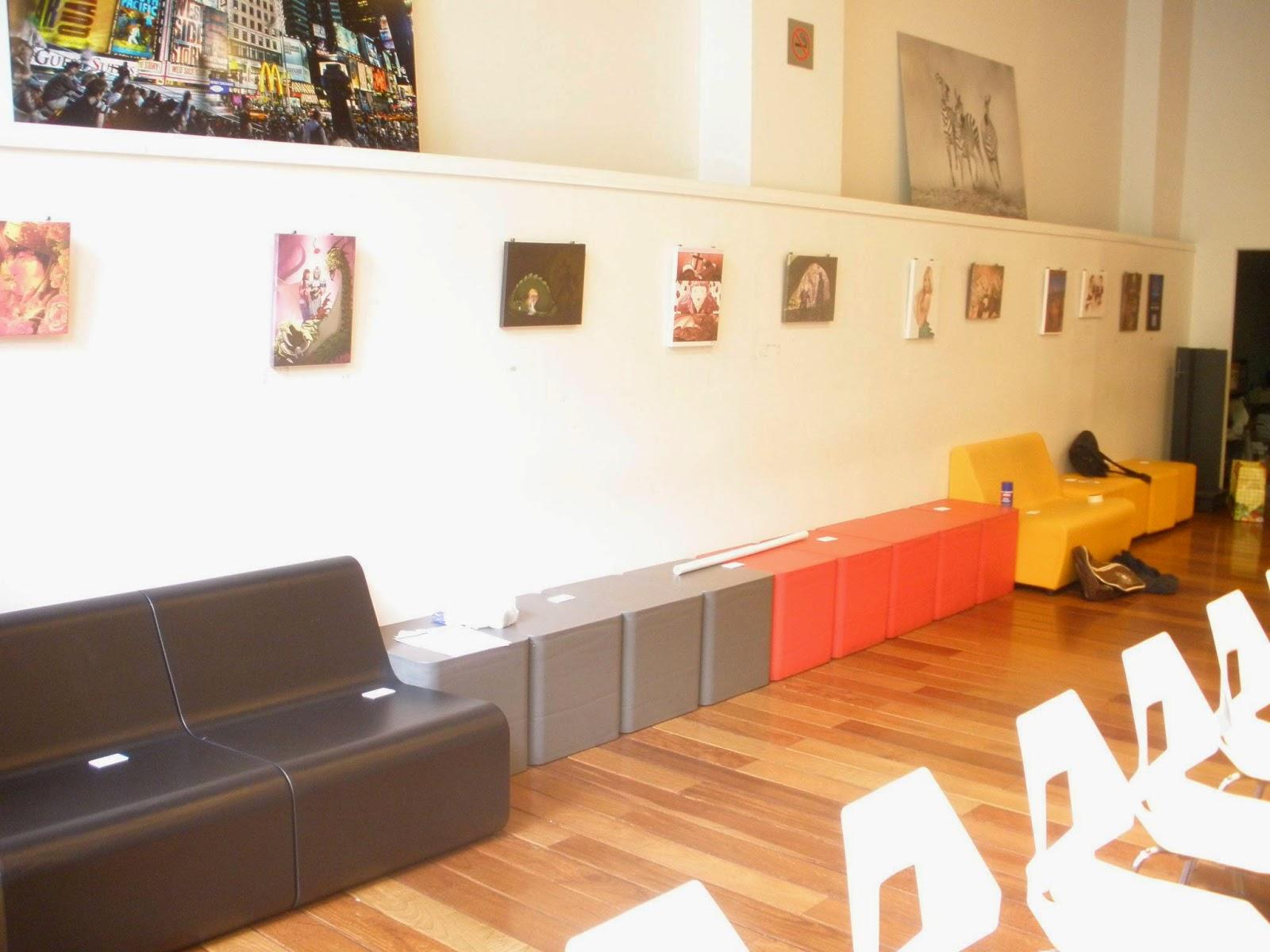sala d'exposició de San Jordi 2014 en la casa del llibre de rambla catalunya