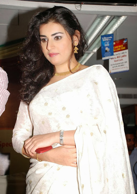 Actress Archana Vedha In White Saree