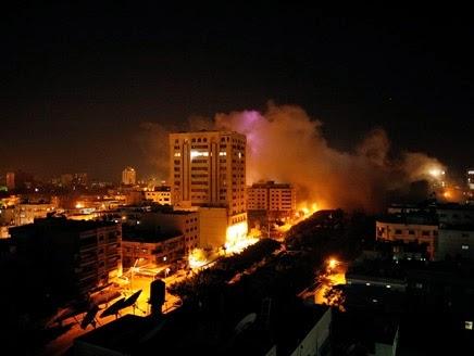 اليهود يضاعفون قصفهم في الليل على غزة