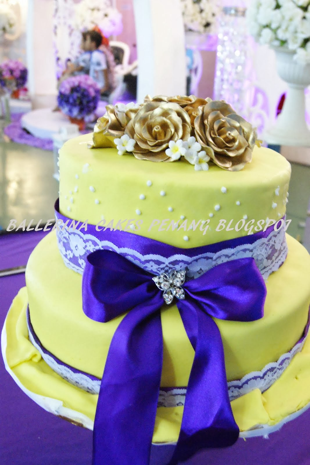 2 tier  stack wedding cakes