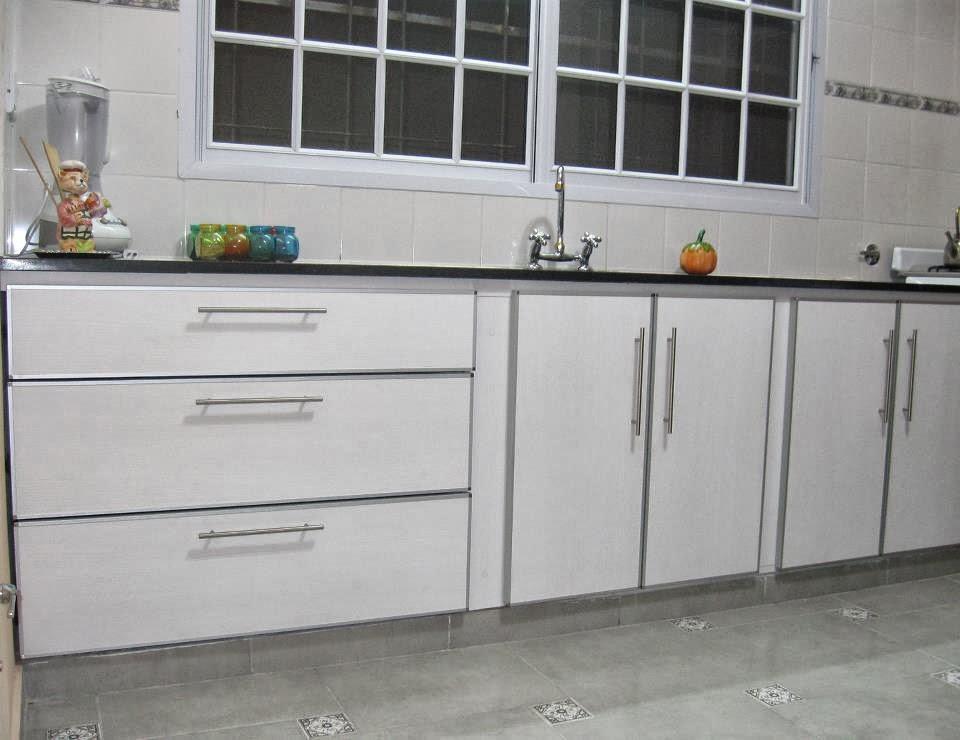 Bajomesada en melamina blanca canto aluminio for Muebles de cocina la plata