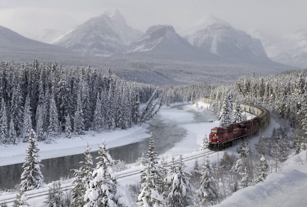 The 100 best photographs ever taken without photoshop - A cargo train at Morant's Curve