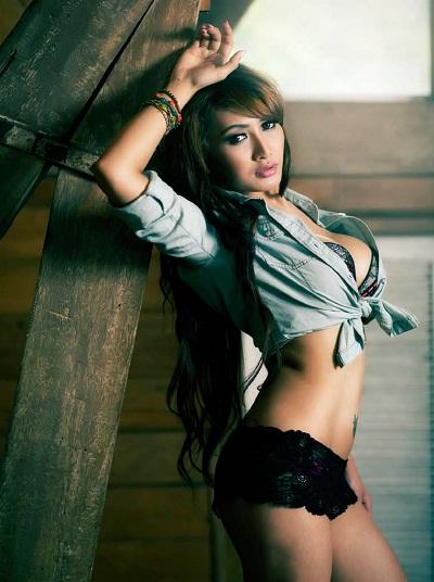 foto sensual model seksi rhere di majalah male edisi 9