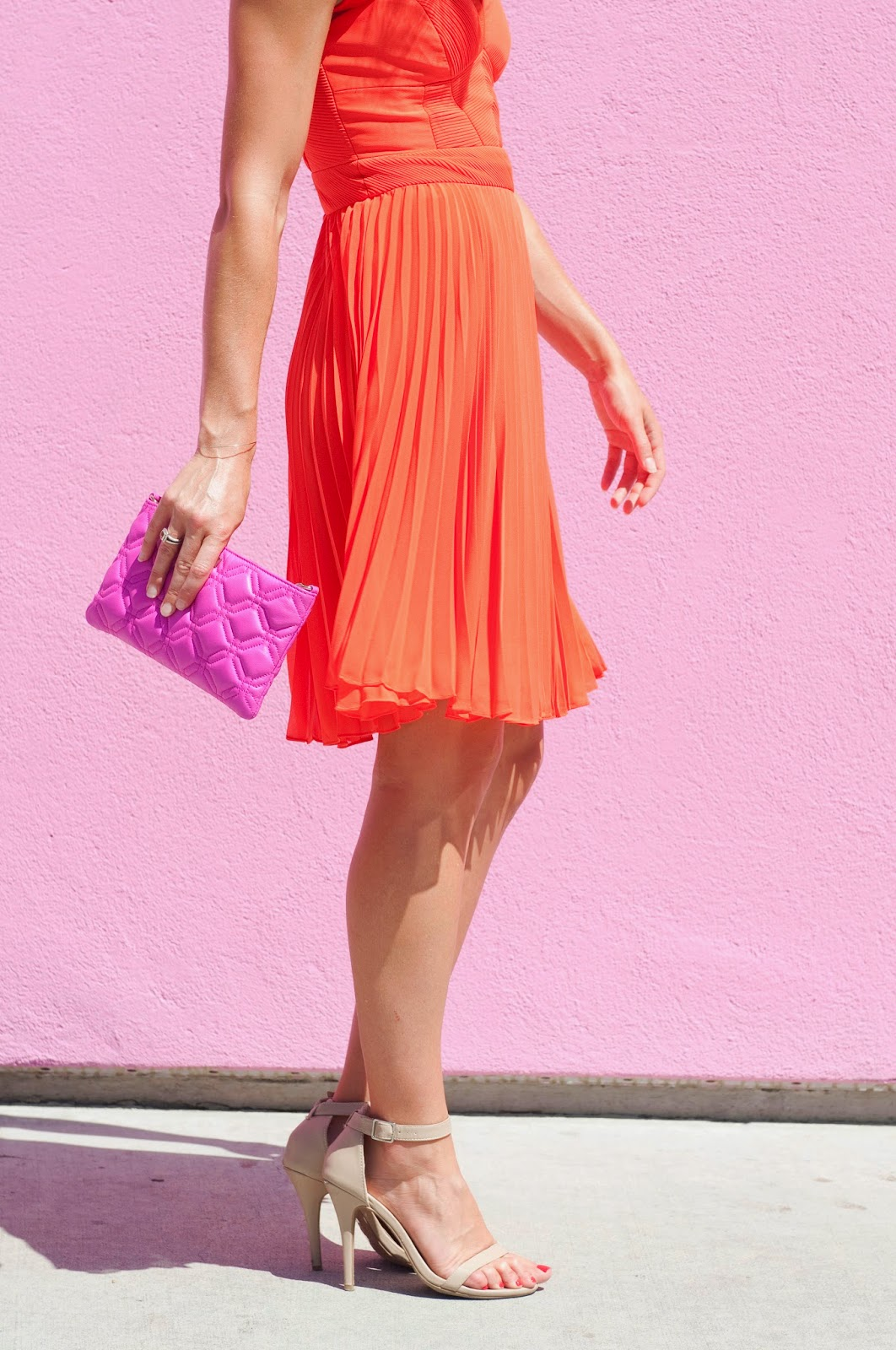orange-dress-pink-clutch-details