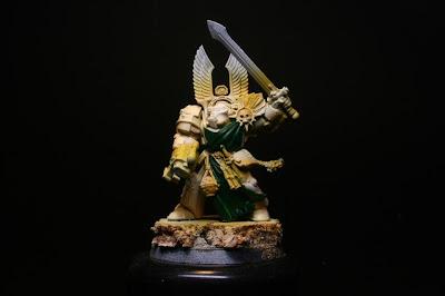 Verde sobre las águilas y túnicas en los exterminador de los Ángeles Oscuros de la caja de Warhammer: Venganza Oscura
