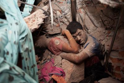 φωτογραφια, καταρρευση, αγκαλιασμενο, νεκρο