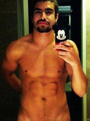Vaza suposta foto do ator Caio Castro nu