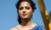 Anushka hot in saree