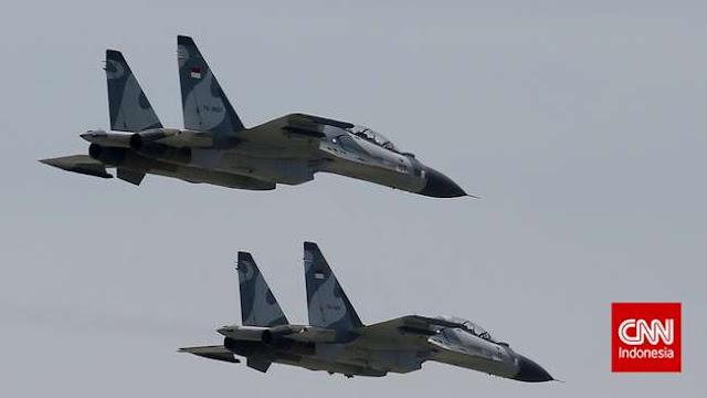 Pesawat Sukhoi TNI AU Cegat Pesawat US Navy di Langit Anambas