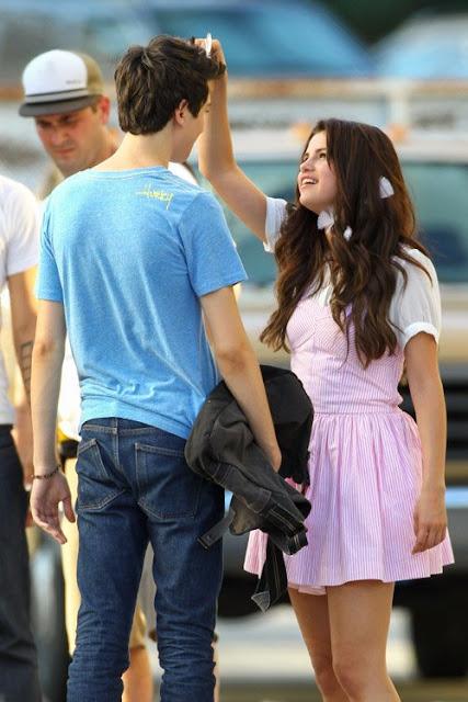 Selena-Gomez-locks-lips-with-costar-Nat-Wolff-on-the-set