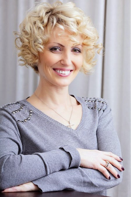 9 Best Short Haircuts For Women Over 40 Interesting