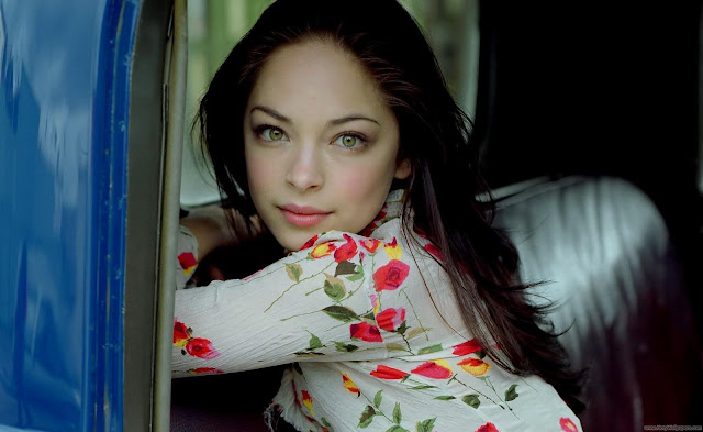 Canadian Actress Kristin Kreuk Wallpaper