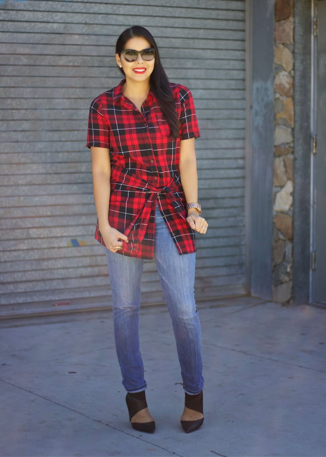 how to wear plaid with jeans, how to wear tartan with jeans, how to wear red lips, how to wear buffalo check with jeans