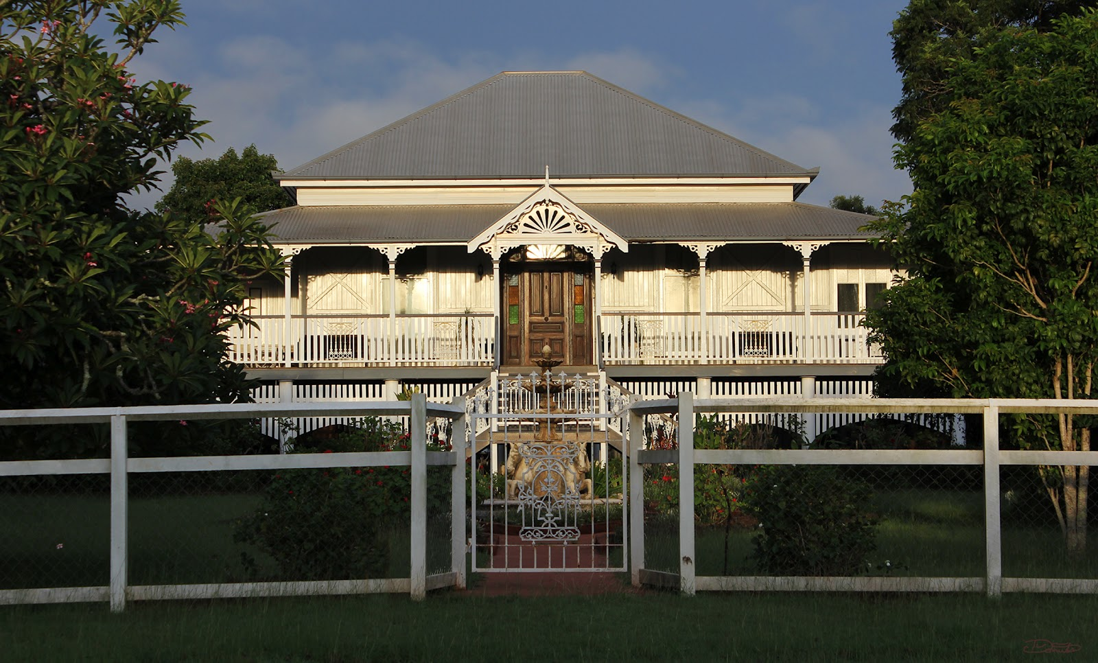In my house my house rules the queenslander gone wrong for Queenslander home designs australia