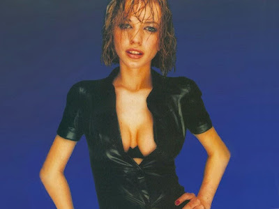 English Radio DJ Sara Cox Sexy boobs Pics