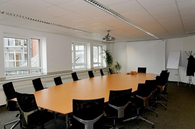 Raung Rapat Kantor Semi Terbuka Minimalis