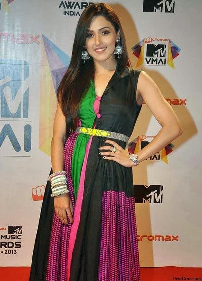 20+Hot+Female+Singers+Of+Bollywood013
