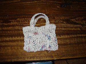 monederito  hecho de  bolsas de supermercado tejidas al crochet