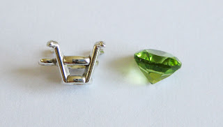 lever setting with peridot